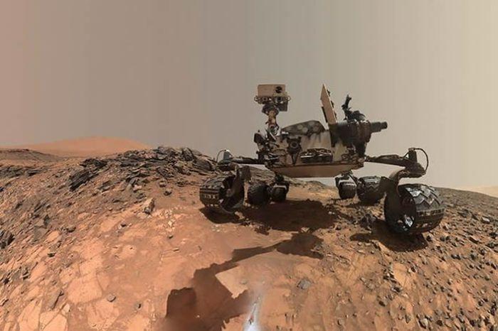 """El rover Curiosity se tomó un selfie en Marte al agacharse para perforar en la roca llamada """"Buckskin"""" en la parte inferior del monte Sharp. Crédito: NASA / JPL-Caltech / MSSS"""