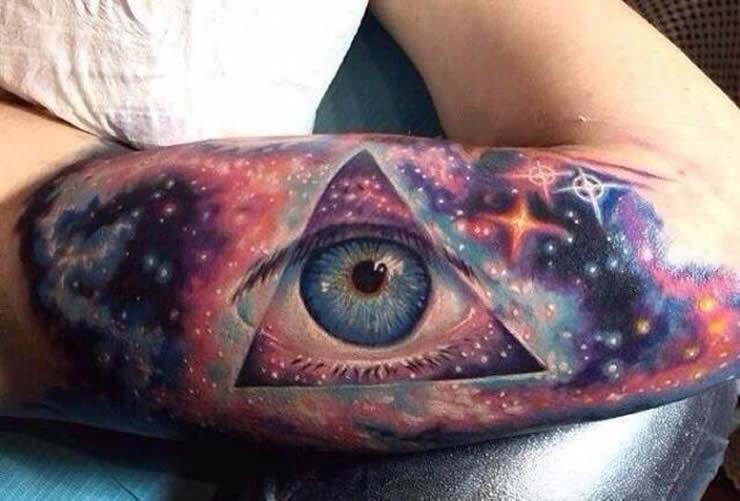 Diseños moleculares en la piel: La moda geek de los tatuajes científicos