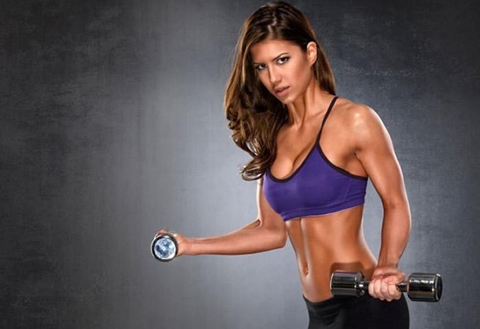 El truco para quemar grasa más rápidamente, está en la fuerza.Créditos:womenshealth.es