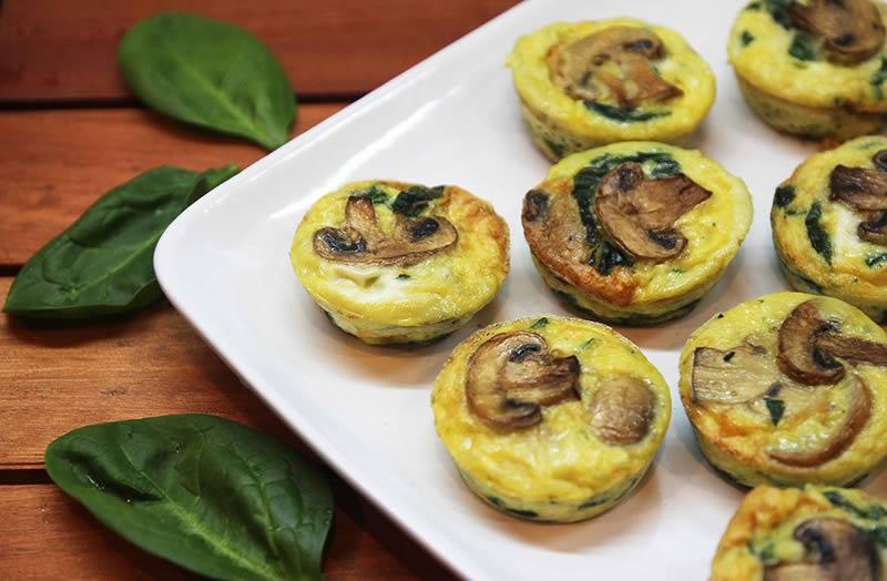 Receta fácil de muffins salados de espinaca y champiñones