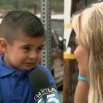 Reportera entrevista a niño en su primer día de escuela y lo hace llorar. Foto: Captura de Youtube.