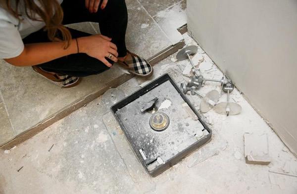 La caja fuerte fue encontrada cuando hacían reparaciones en su cocina.