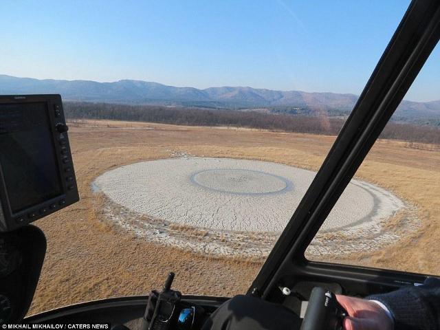 Volcán de lodo con forma de ojo humano