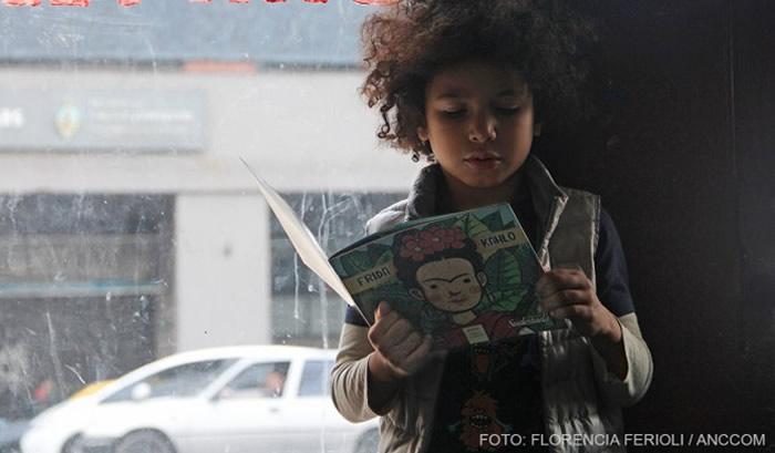 Los libros están pensados para niños de entre 6 y 12 años e incluyen actividades para hacer en la casa o en la escuela. Créditos: Florencia Ferioli/ANCCOM