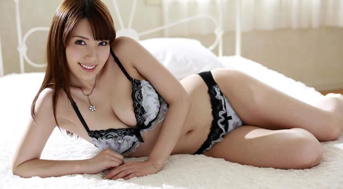 La estrella porno japonesa Yui Hatano que aparecerá en las tarjetas de transporte público. Foto:Internet.