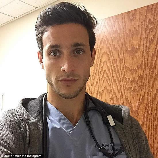 El joven doctor de origen ruso, causa sensación en las redes sociales. Créditos: @dr.mike/Instagram.