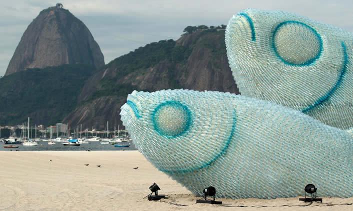 Peces de plástico reciclado