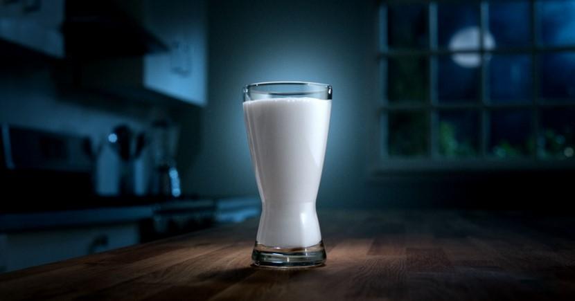 Beber leche ocasiona perjuicio a los huesos